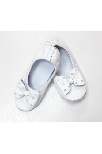 Leather ballet shoes with bow and pearls